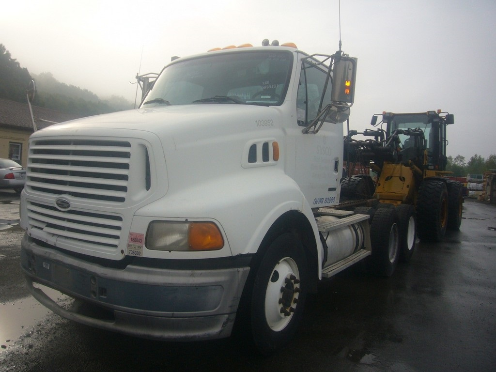 2000 Sterling AT9500 Tandem Axle Day Cab Tractor for sale by